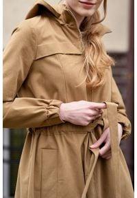 Marie Zélie - Parka Linda bawełna z elastanem camelowa. Materiał: elastan, bawełna. Długość: długie. Sezon: lato