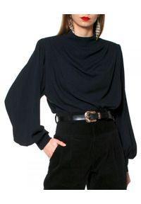 AGGI - Czarna bluzka z cupro Karen. Okazja: do pracy. Kolor: czarny. Materiał: żakard, bawełna, materiał, tkanina, jedwab. Długość: długie. Wzór: ze splotem. Styl: wizytowy