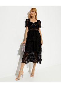 SELF PORTRAIT - Czarna sukienka z koronką. Kolor: czarny. Materiał: koronka. Wzór: koronka. Typ sukienki: rozkloszowane. Długość: midi #5