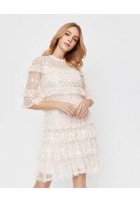 NEEDLE & THREAD - Błyszcząca sukienka mini Eloise. Kolor: beżowy. Materiał: tiul, koronka. Wzór: aplikacja, kwiaty. Typ sukienki: kopertowe. Styl: wizytowy. Długość: mini
