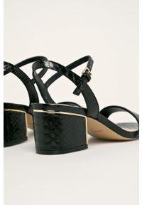 Czarne sandały Aldo na obcasie, na średnim obcasie, na klamry