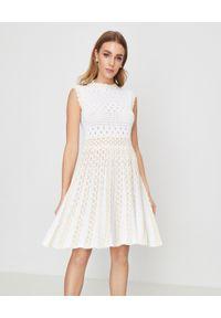 Biała sukienka mini Pinko rozkloszowana, na lato, w ażurowe wzory