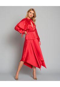 SELF PORTRAIT - Czerwona sukienka midi. Okazja: na wesele, na ślub cywilny, na imprezę, na komunię. Kolor: czerwony. Materiał: materiał. Styl: elegancki. Długość: midi