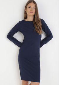 Born2be - Granatowa Sukienka Sanya. Okazja: na co dzień. Kolor: niebieski. Materiał: bawełna, dzianina, jeans. Długość rękawa: długi rękaw. Typ sukienki: proste, oversize. Styl: casual. Długość: mini