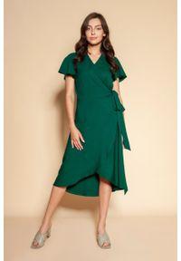 e-margeritka - Sukienka kopertowa asymetryczna midi zielona - 34. Kolor: zielony. Materiał: tkanina, materiał, poliester. Długość rękawa: krótki rękaw. Typ sukienki: asymetryczne, kopertowe. Styl: elegancki. Długość: midi