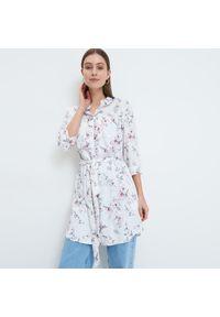 Mohito - Długa koszula z wiązaniem - Biały. Kolor: biały. Długość: długie