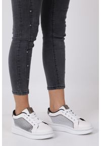 Casu - Beżowe buty sportowe sneakersy sznurowane z siateczką casu 7-k682a. Kolor: wielokolorowy, beżowy, czarny. Materiał: skóra ekologiczna, materiał. Szerokość cholewki: normalna. Wzór: aplikacja