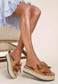 Renee - Camelowe Klapki Molkharei. Nosek buta: otwarty. Wzór: aplikacja. Obcas: na platformie