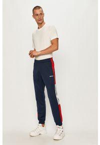 Niebieskie spodnie dresowe adidas Originals z aplikacjami