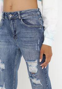 Born2be - Niebieskie Jeansy Mom Fit Kimothera. Kolor: niebieski. Długość: długie