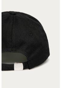 Czarna czapka z daszkiem Pepe Jeans z aplikacjami