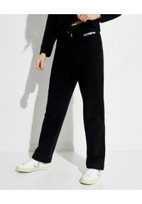 SAKS POTTS - Czarne spodnie dresowe Sol. Kolor: czarny. Materiał: dresówka. Wzór: nadruk. Sport: turystyka piesza