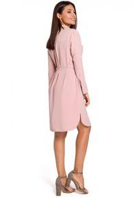 Style - Zwiewna sukienka koszulowa z lekko połyskującego materiału. Okazja: do pracy. Materiał: materiał. Typ sukienki: koszulowe