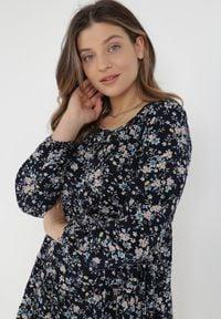 Born2be - Granatowa Sukienka Othrinix. Kolor: niebieski