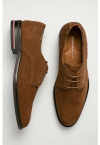 TOMMY HILFIGER - Tommy Hilfiger - Półbuty zamszowe. Nosek buta: okrągły. Kolor: brązowy. Materiał: zamsz