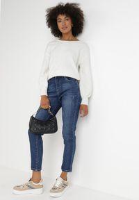 Born2be - Granatowe Jeansy Regular Euras. Okazja: na co dzień. Stan: podwyższony. Kolor: niebieski. Długość: długie. Wzór: aplikacja. Styl: casual