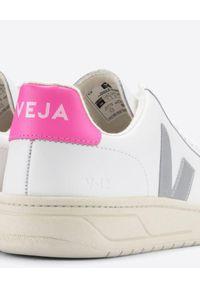 Veja - VEJA - Białe sneakersy V-12. Kolor: biały. Materiał: jersey, bawełna, materiał, guma, poliester. Szerokość cholewki: normalna