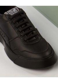 PREMIUM BASICS - Czarne sneakersy z wegańskiej skóry Night Black. Nosek buta: okrągły. Kolor: czarny. Materiał: materiał. Szerokość cholewki: normalna. Wzór: aplikacja