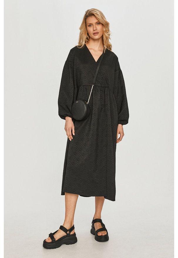 Samsoe & Samsoe - Samsoe Samsoe - Sukienka. Kolor: czarny. Materiał: poliester. Typ sukienki: rozkloszowane