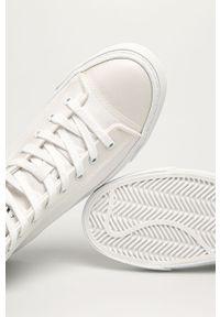 Białe tenisówki Armani Exchange z okrągłym noskiem, z cholewką