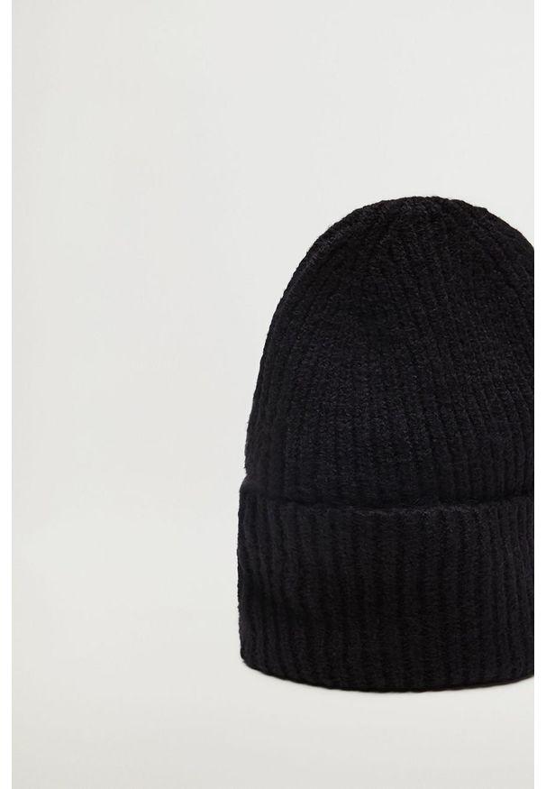 Czarna czapka mango