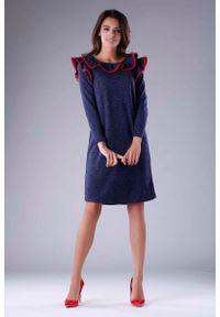 Niebieska sukienka wizytowa Nommo z falbankami, trapezowa