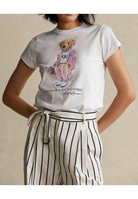 Ralph Lauren - RALPH LAUREN - Biały t-shirt z misiem. Typ kołnierza: polo. Kolor: biały. Materiał: bawełna