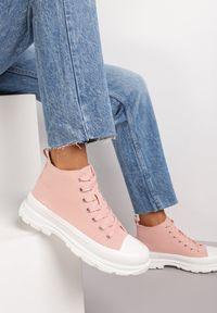 Renee - Różowe Trampki Kodro. Wysokość cholewki: przed kolano. Nosek buta: okrągły. Kolor: różowy. Materiał: jeans, materiał, guma. Szerokość cholewki: normalna. Wzór: jednolity. Obcas: na obcasie. Wysokość obcasa: średni