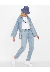 Armani Exchange - ARMANI EXCHANGE - Biały T-shirt z nadrukiem. Okazja: na co dzień. Kolor: biały. Materiał: bawełna, jeans. Wzór: nadruk. Styl: klasyczny, casual