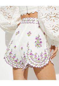 ZIMMERMANN - Białe spodenki z kwiatowym haftem. Stan: podwyższony. Kolor: biały. Wzór: haft, kwiaty. Sezon: lato