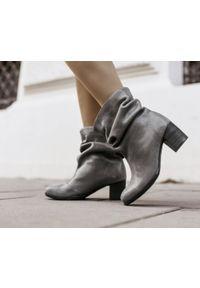 Szare botki Zapato eleganckie, z cholewką za kolano, w kolorowe wzory, na średnim obcasie