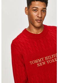 Czerwony sweter TOMMY HILFIGER casualowy, z długim rękawem, z aplikacjami, długi