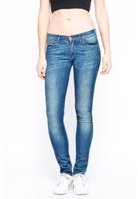 Niebieskie proste jeansy Wrangler z aplikacjami