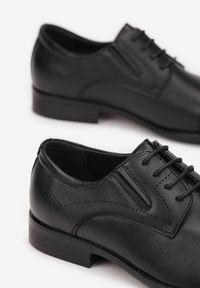 Born2be - Czarne Półbuty Thelomela. Okazja: na spotkanie biznesowe. Nosek buta: okrągły. Kolor: czarny. Szerokość cholewki: normalna. Wysokość cholewki: przed kostkę. Materiał: skóra. Obcas: na obcasie. Styl: klasyczny, elegancki, biznesowy. Wysokość obcasa: niski