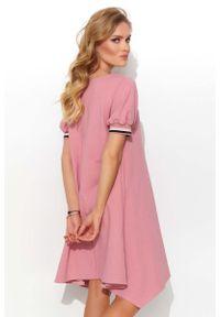 Makadamia - Asymetryczna Sukienka z Taśmami - Różowa. Kolor: różowy. Materiał: bawełna, poliester, elastan. Typ sukienki: asymetryczne