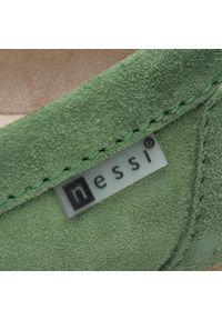 Zielone półbuty Nessi na płaskiej podeszwie, z cholewką