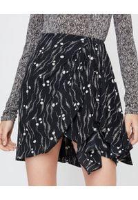 ISABEL MARANT - Asymetryczna spódnica z jedwabiu Ixori. Okazja: na imprezę, na randkę. Kolor: czarny. Materiał: jedwab. Wzór: nadruk, aplikacja. Styl: klasyczny