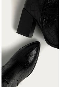 Czarne kozaki Answear Lab na obcasie, z cholewką