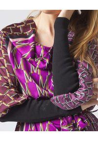 Manila Grace - MANILA GRACE - Sukienka midi z nadrukiem z logo. Kolor: czerwony. Wzór: nadruk. Długość: midi