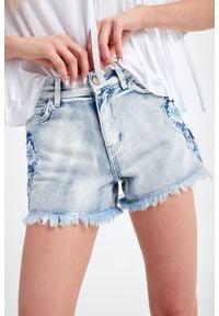 TwinSet - SZORTY JEANSOWE TWINSET. Stan: podwyższony. Materiał: jeans. Długość: krótkie. Sezon: lato. Styl: rockowy, klasyczny
