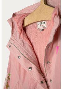Różowa kurtka Guess z kapturem