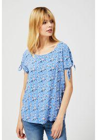 Niebieska koszula MOODO krótka, bez kołnierzyka, w kwiaty, z krótkim rękawem