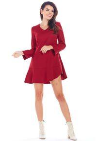 Czerwona sukienka wizytowa Awama trapezowa