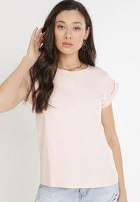 Born2be - Jasnoróżowy T-shirt Kisenia. Kolor: różowy