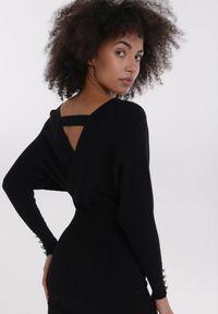 Born2be - Czarna Sukienka Qyrtila. Okazja: na imprezę. Kolor: czarny. Materiał: dzianina. Wzór: prążki. Typ sukienki: kopertowe. Długość: mini
