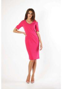 Nommo - Różowa Klasyczna Ołówkowa Sukienka Open Shoulder. Kolor: różowy. Materiał: wiskoza, poliester. Typ sukienki: ołówkowe. Styl: klasyczny