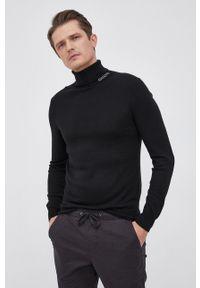 Guess - Sweter z domieszką wełny. Okazja: na co dzień. Typ kołnierza: golf. Kolor: czarny. Materiał: wełna. Długość rękawa: długi rękaw. Długość: długie. Styl: casual