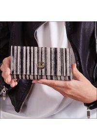 Czarny portfel FOREVER YOUNG w kolorowe wzory
