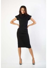 Nommo - Czarna Prosta Sukienka ze Stojącym Chanelowskim Kołnierzem. Kolor: czarny. Materiał: wiskoza, poliester. Typ sukienki: proste