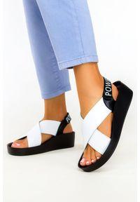 Filippo - Białe sandały filippo skórzane na koturnie paski na krzyż ds2060/21wh. Zapięcie: pasek. Kolor: biały. Materiał: skóra. Wzór: paski. Obcas: na koturnie